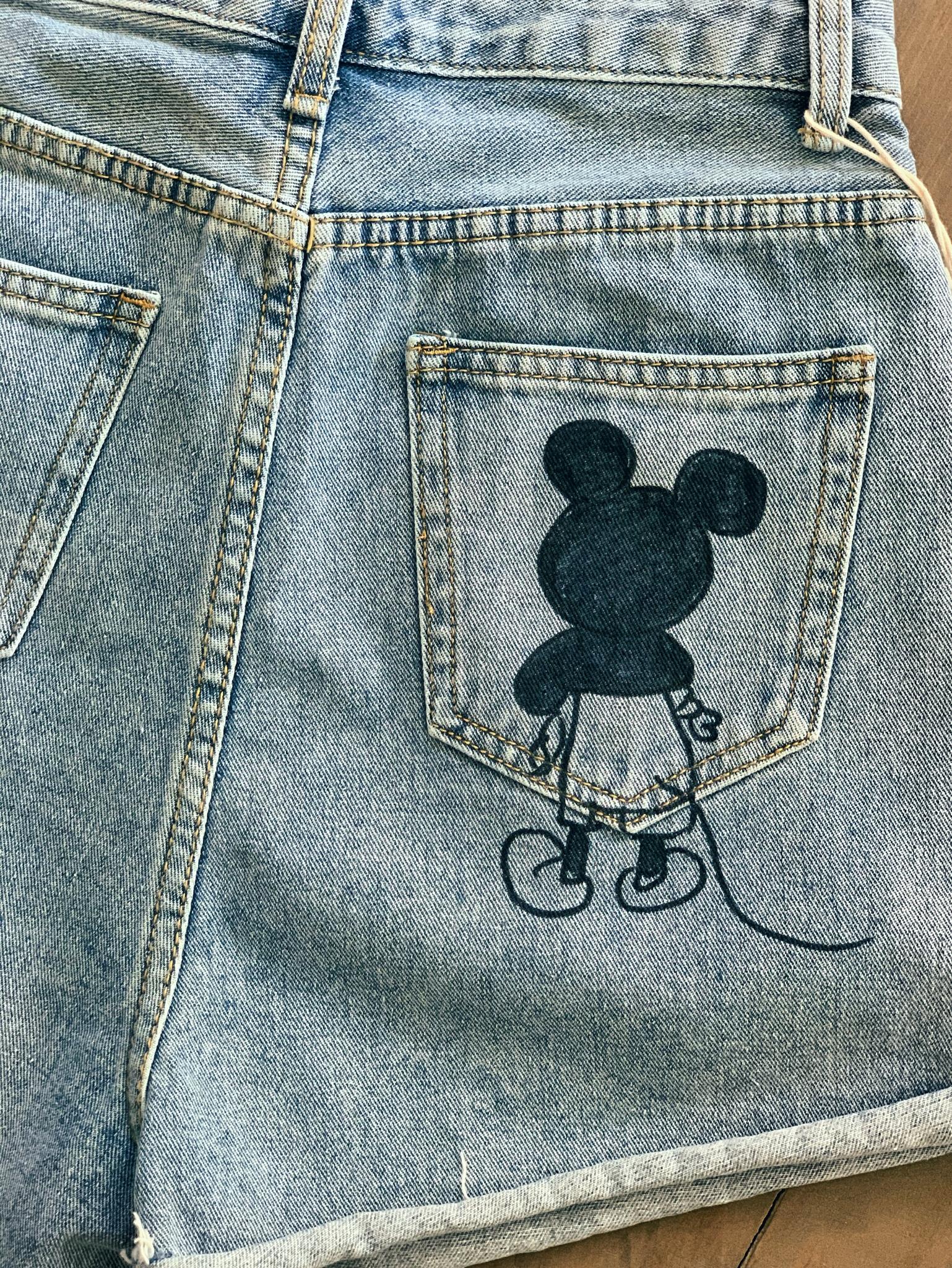 Джинсовые шорты с Микки