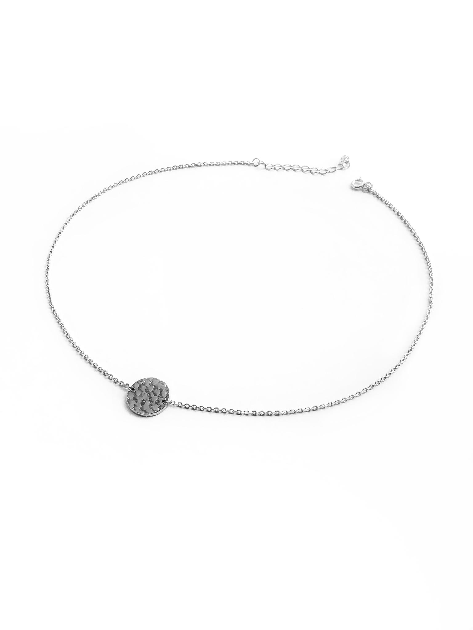 Серебряное колье-чокер с битым медальоном