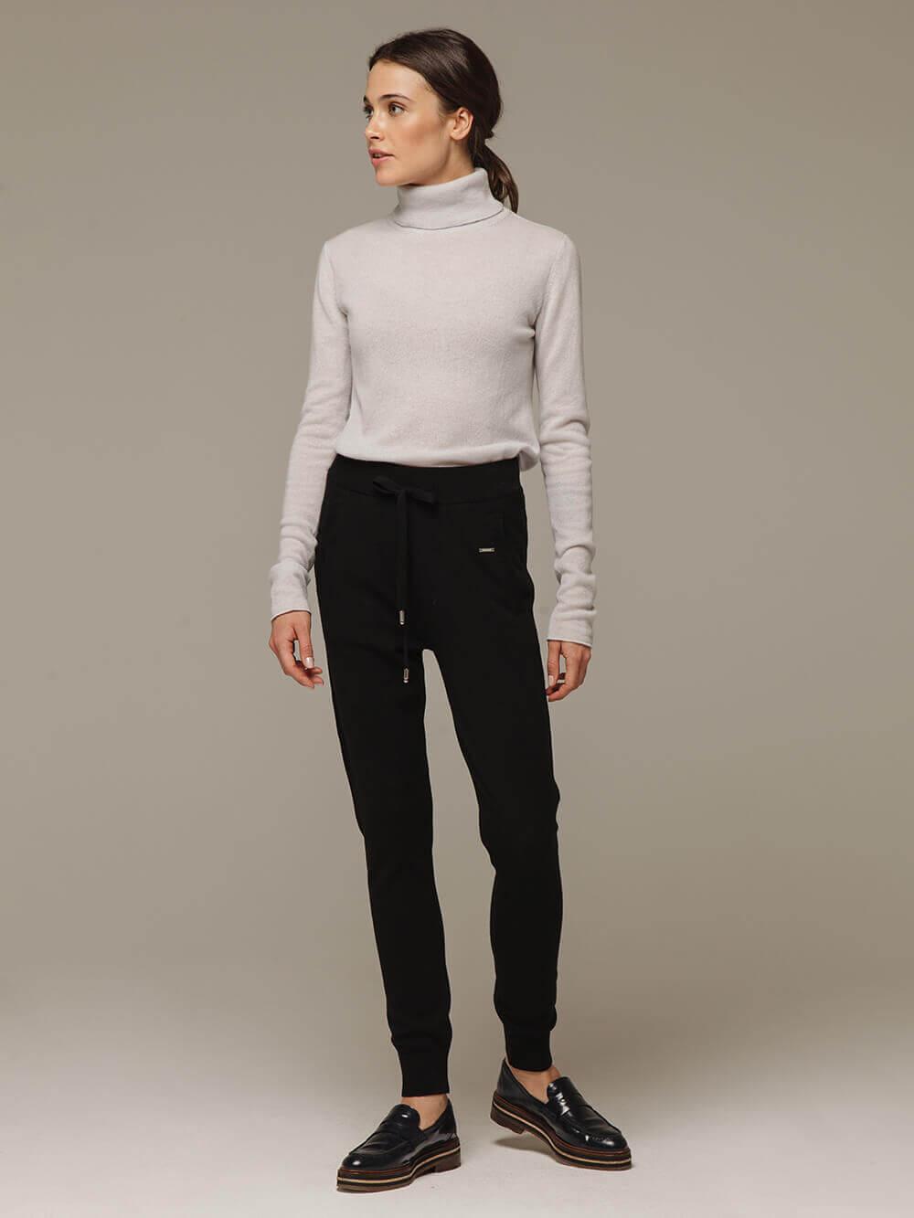 Женские черные брюки с карманами из шерсти и кашемира - фото 1