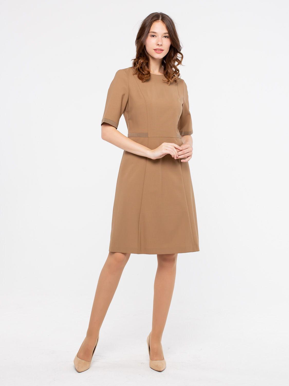 Платье З122-309 - Платье на подкладке с рукавом до локтя. Отрезное по линии талии с расклешенной юбкой. Изготовлено из качественной, костюмной ткани. Вертикальные строчки на передней полочке по всей длине и отделка из контрастной ткани на талии, зрительно стройнят и вытягивают фигуру. Идеальный вариант для офиса.