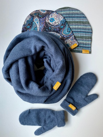 Комплект шерстяной с варежками синий с узором пейсли и с полоской