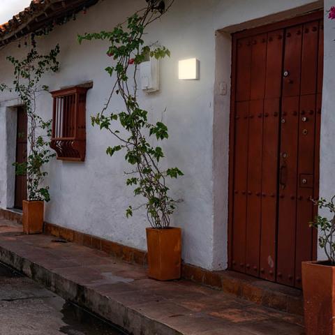 Уличный настенный светодиодный светильник 358085 серии KAIMAS