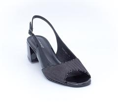 Черные кожаные босоножки на среднем каблуке