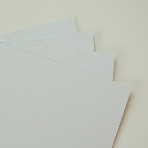 Дизайнерская бумага, цвет светло-серый, с тиснением 285гр/м, размер 21*23см