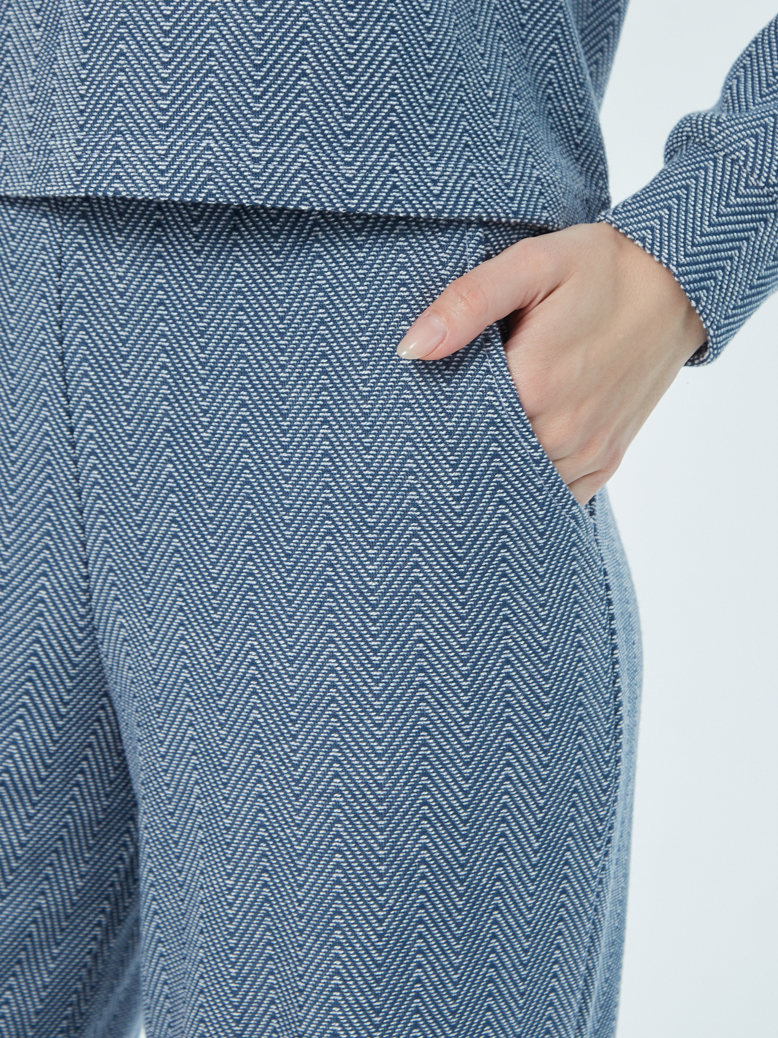 Стильный костюм Brandmania с укороченным свитшотом и широкими брюками палаццо