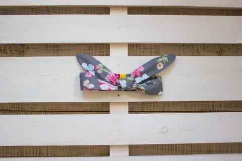 Повязка на голову (солоха) серая с розовыми и голубыми цветами