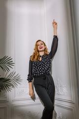 Блуза с вырезом-каплей