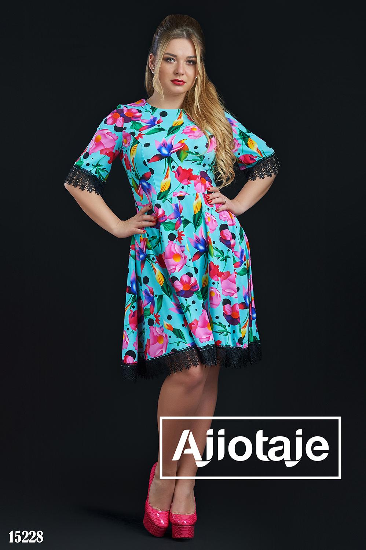 Весеннее платье мятного цвета с кружевом