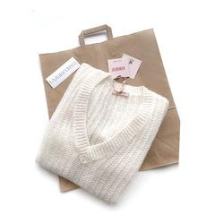 Объемный удлиненный свитер с V образным вырезом (Молочный)