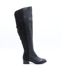 Черные кожаные ботфорты на низком каблуке
