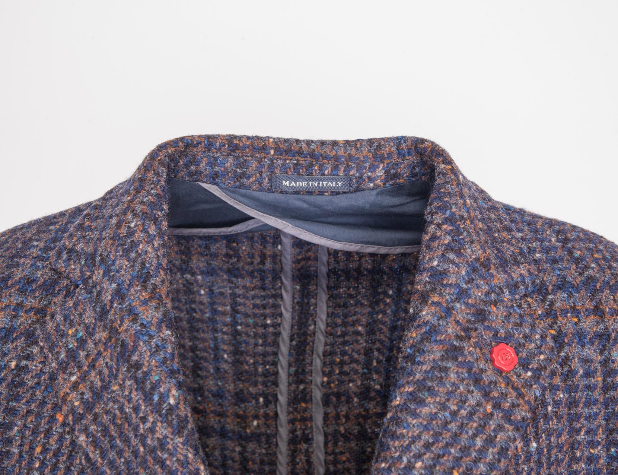 Классическое синее пальто узкого кроя из натуральной шерсти в шотландскую клетку, воротник