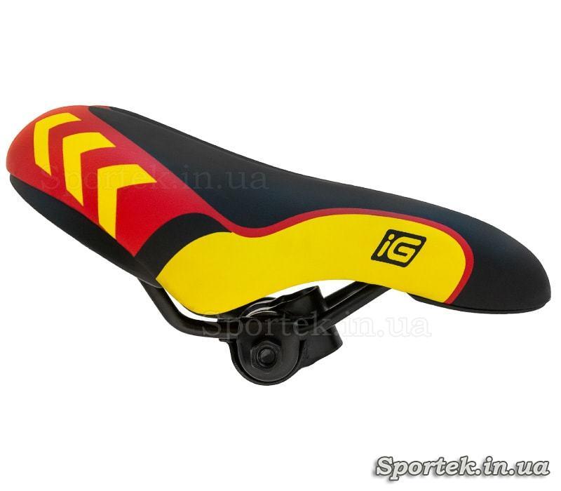Вид збоку на дитяче велосипедне сідло чорно-червоно-жовте (235х140)