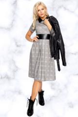 """<p>Самый модный тренд 2020!</p> <p>Клетка с кожаной отделкой. Платье приталенного силуэта, юбка со складками, рукав короткий, по спинке замок. <span>Элемент """"Брошь"""" в комплект не входит (можно приобрести в разделе """" Аксессуары"""").</span></p>"""
