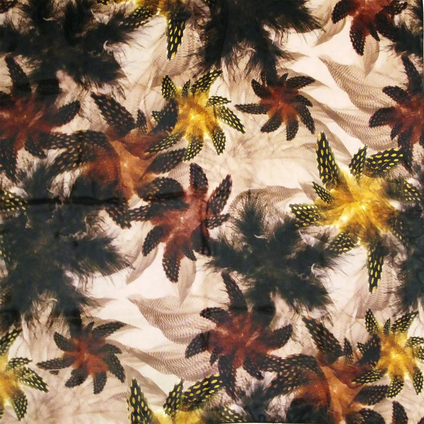 Платок У004-549 - Шейный платок или шарф является аксессуаром, который всегда в состоянии добавить стиля и элегантности любому образу. Платок выполнен в цветочном принте, напоминающим осенний пейзаж из 100 % полиэстера. Шарф или шейный платок является неотъемлемой частью одежды современного человека. Зимой шарф способен защитить от холода, добавив комфорта, а летом, тонкий шарфик или платок способен добавить шарма и индивидуальности.