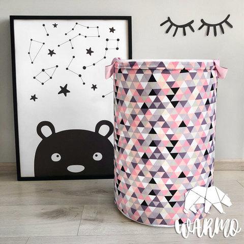 кошик для іграшок з рожевим геометричним малюнком фото