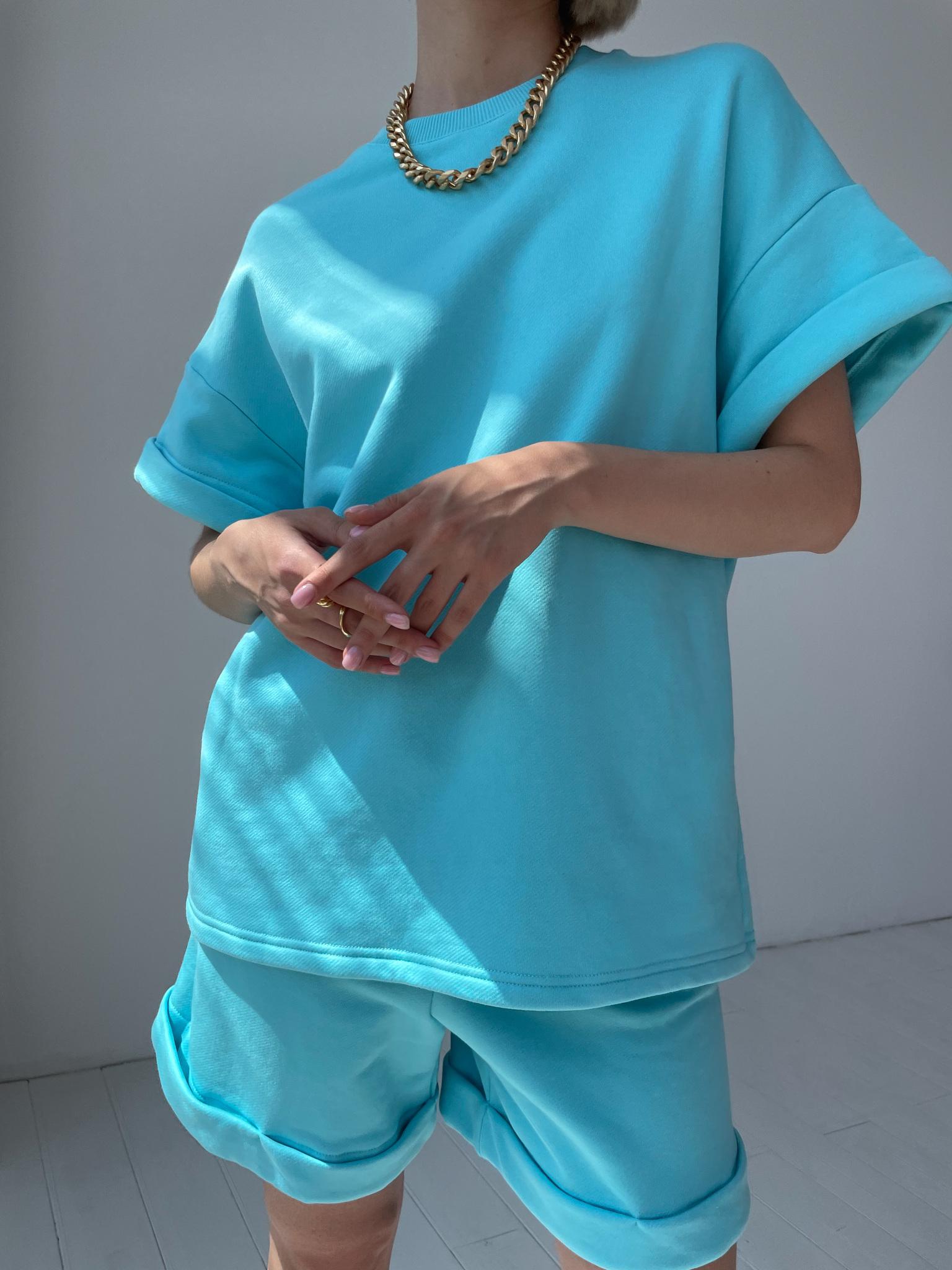 Костюм спортивный с шортами (ярко-голубой)