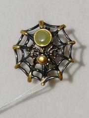 Паутинка-нефрит (брошь из серебра с позолотой).