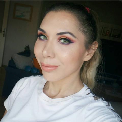 Яркие зеленые линзы для светлых глаз