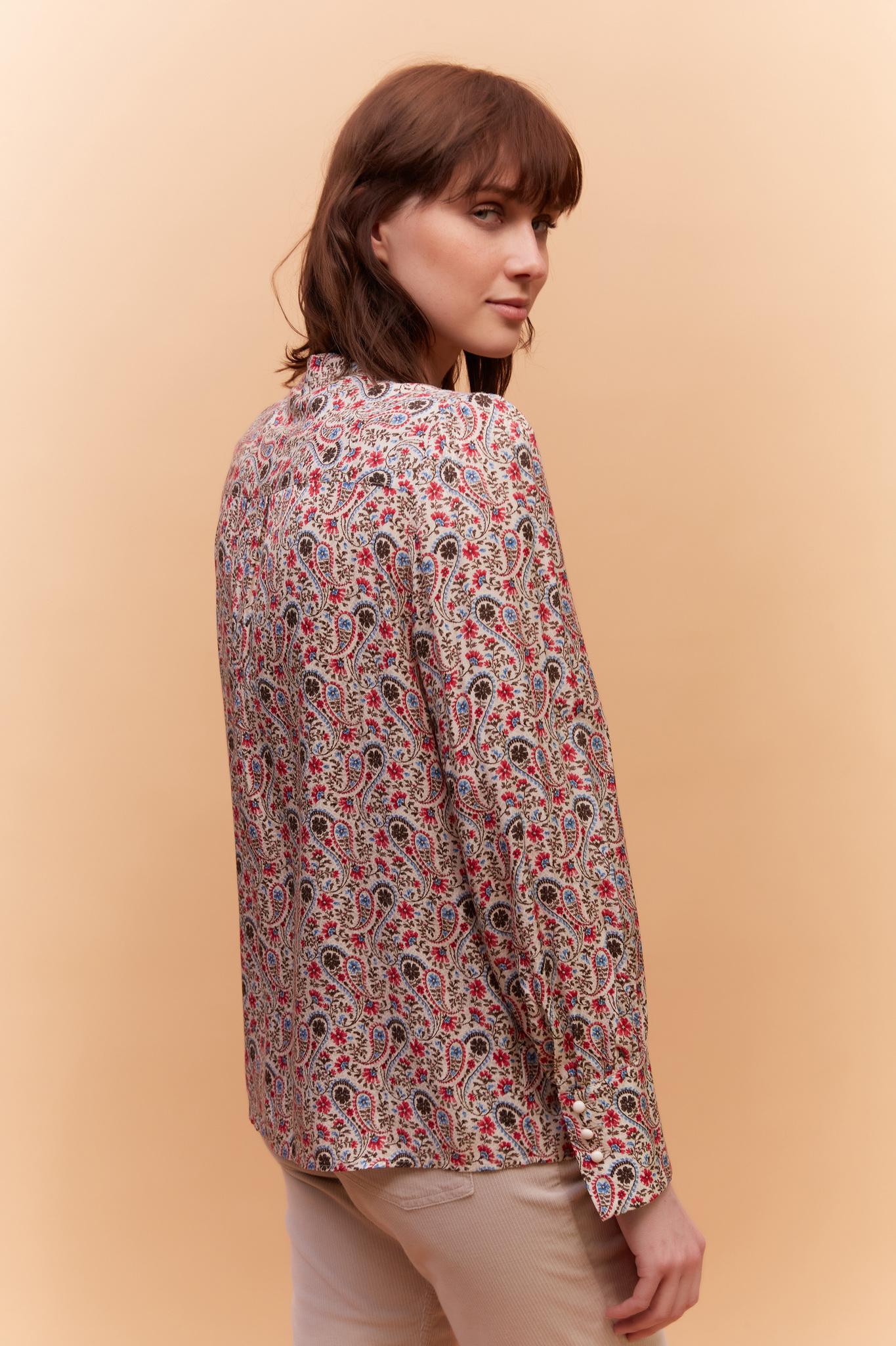 Блуза с декоративной оборкой