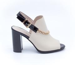 Бежевые кожаные босоножки на высоком каблуке
