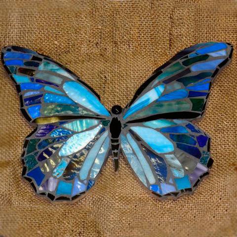 Бабочка из пенопласта в мозаике