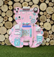 Бизиборд Мишка розовый 50х60 см с бирюзовыми деталями для девочки