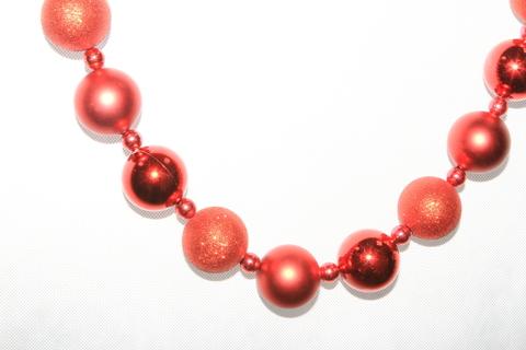 Гирлянда из красных шаров