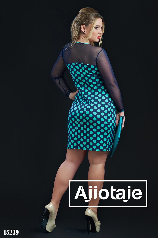 Платье в принт полька с круглым вырезом