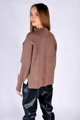Коричневый свитер с горлом купить