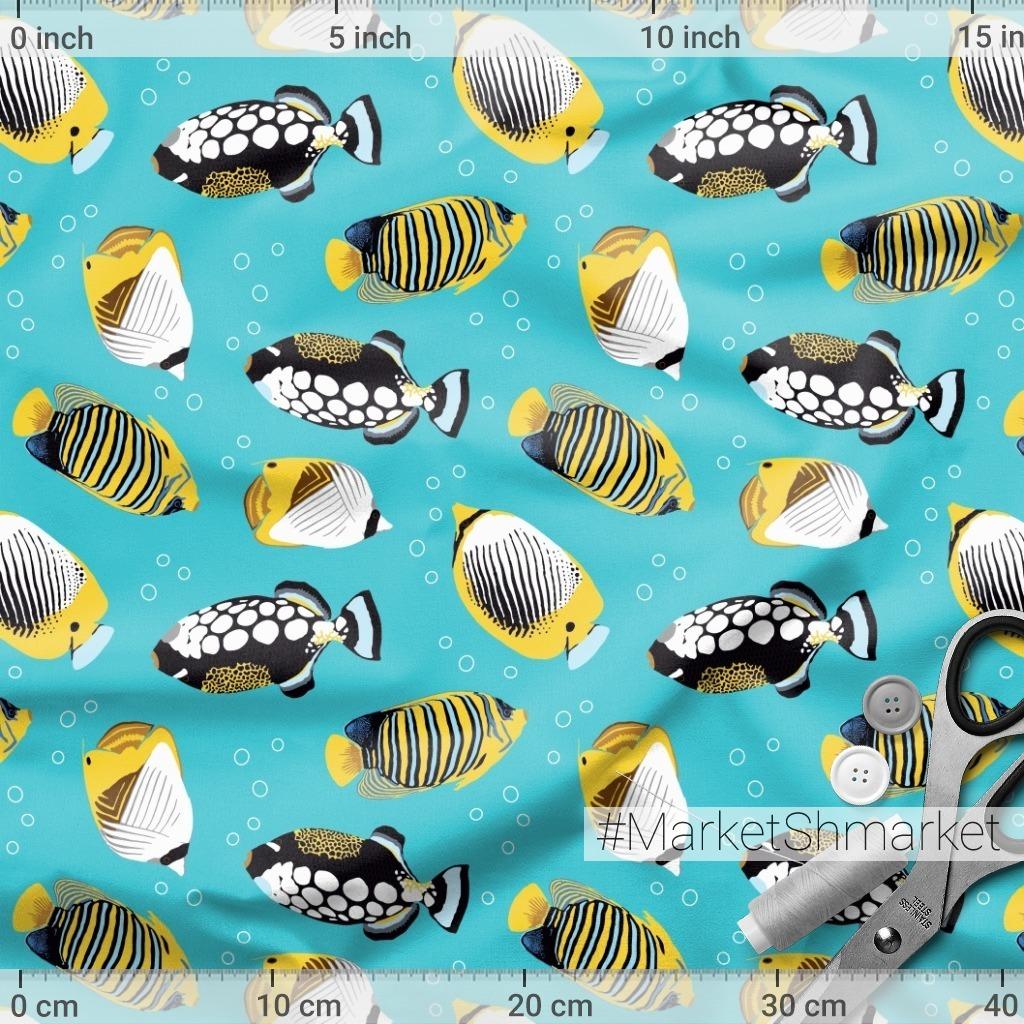 Тропические рыбки в море