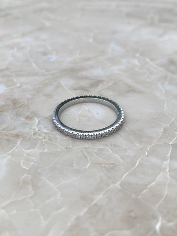 Кольцо из серебра с цирконами по кругу