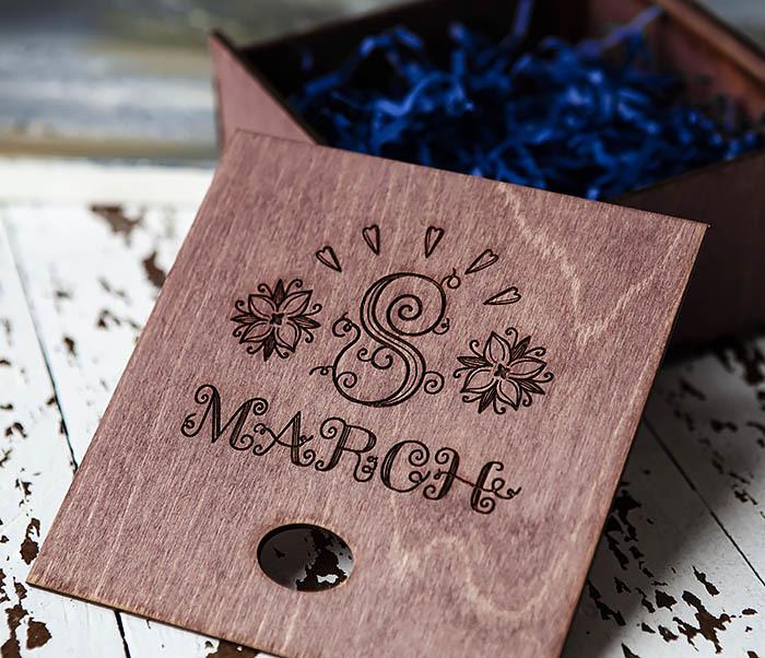 BOX224-3 Фиолетовая деревянная коробка «8 MARCH» (17*17*7 см) фото 05