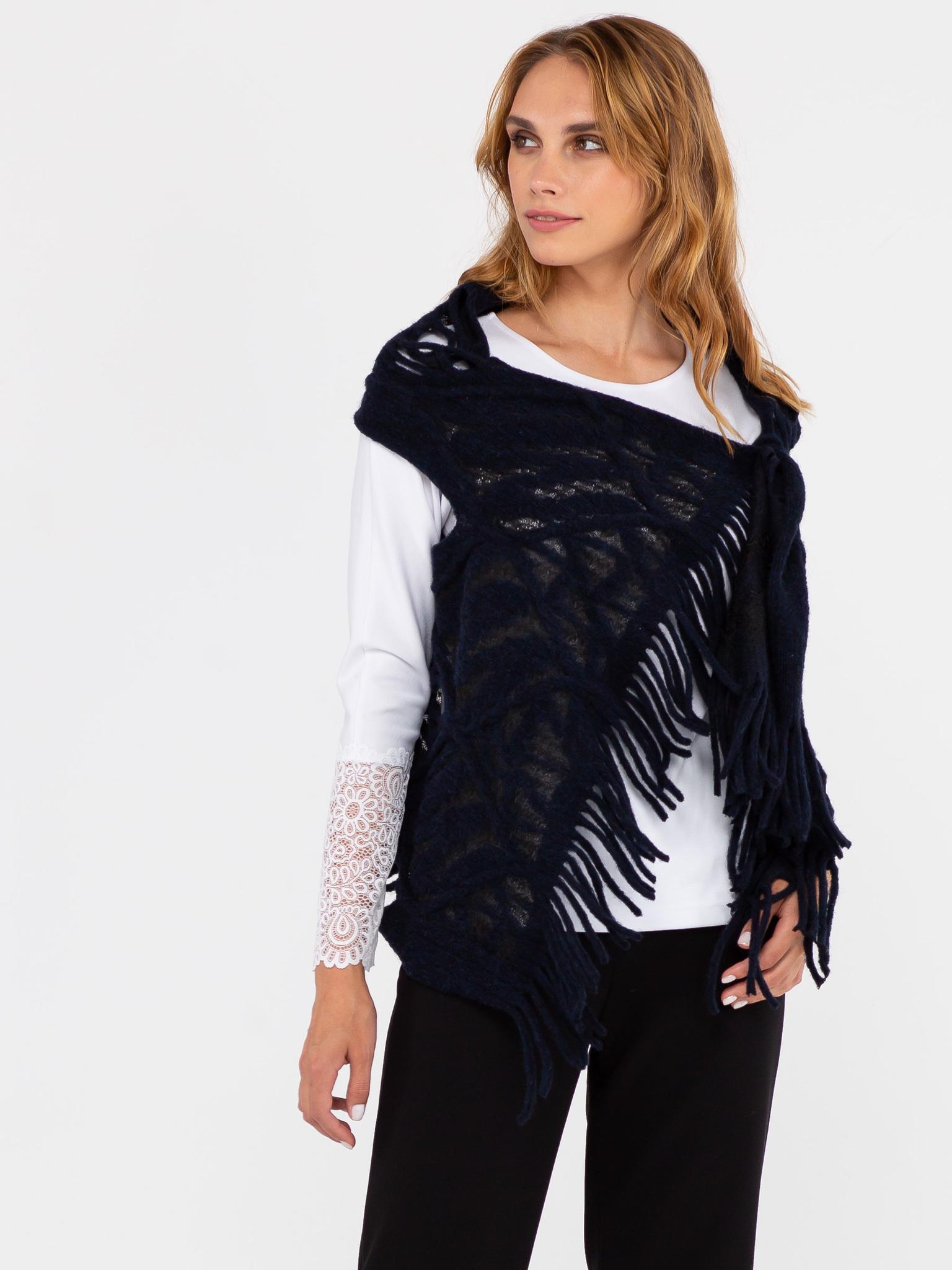 Жилет С044-624 - Изготовлен из фактурной ткани, имитирующей крупную вязку с отверстиями для рук. Универсальный жилет, предназначенный для ношения поверх платьев, блузок, джемперов, жакетов, и даже демисезонных пальто и курток. Универсальность жилета также заключается в том, что он подходит для женщин с 42-го по 48-ой размер, независимо от роста и типа фигуры. Жилет можно застегнуть на декоративную булавку или брошь, подпоясать ремнем\поясом. Также можно использовать завязки на концах жилета. Жилет можно использовать и как оригинальный шарф или снуд. Подобный аксессуар только украсит ваш образ.