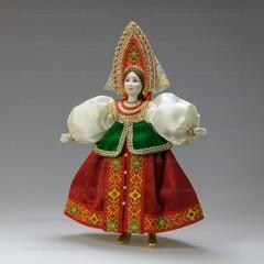 Кукла в русском костюме русского Севера