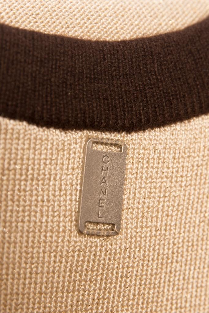 Классический кардиган и топ нежно-золотистого цвета от Chanel, 36 размер.