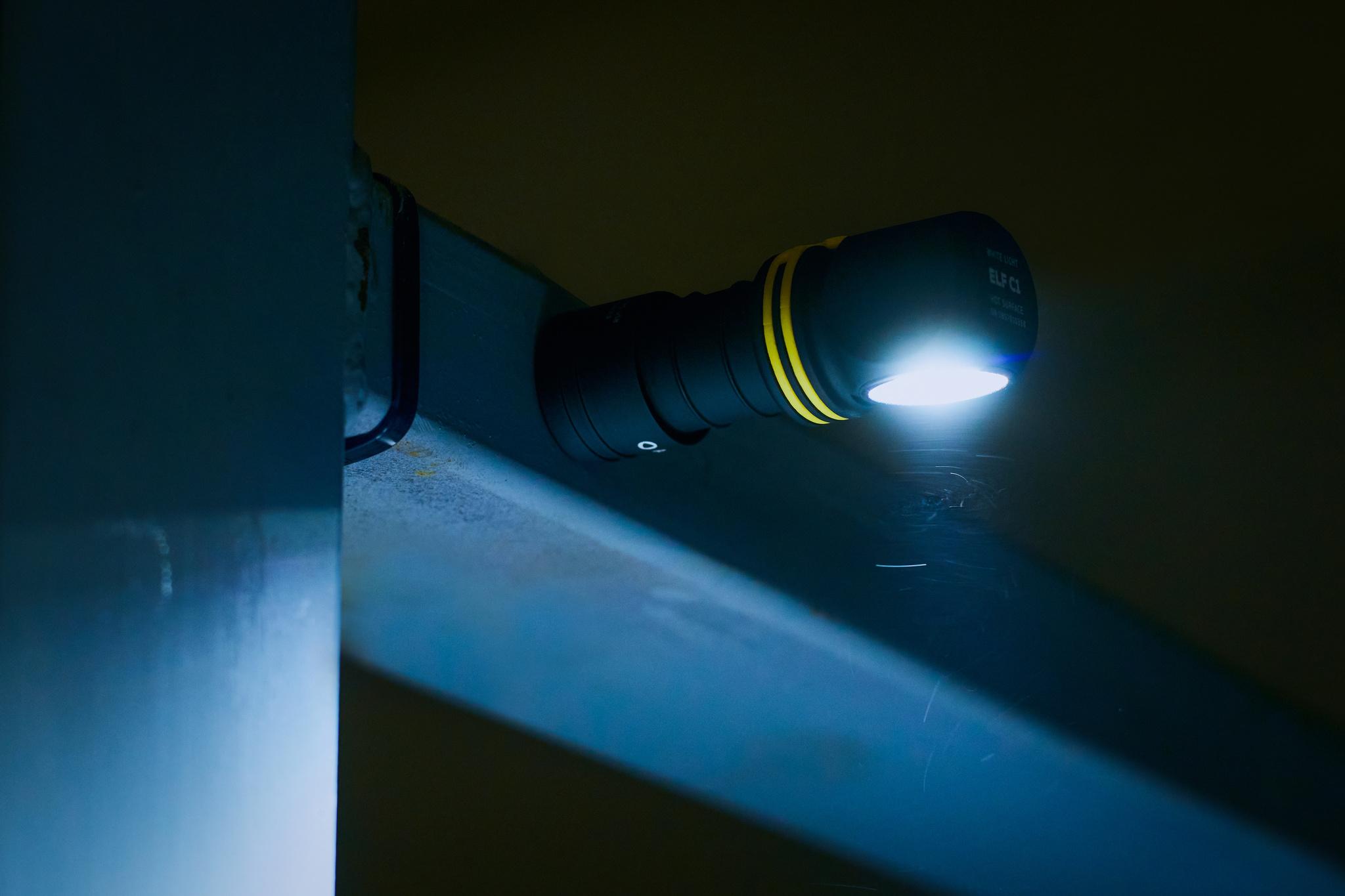Мультифонарь Armytek Elf C1 Micro USB (теплый свет) - фото 6