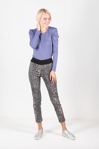 Фото укороченные брюки с животным принтом и с резинкой на поясе - Брюки А481-374 (1)