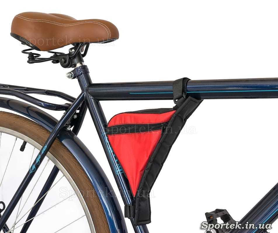 Сумка треугольная на раме велосипеде