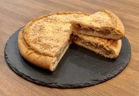 Пирог классический с яблоком и корицей