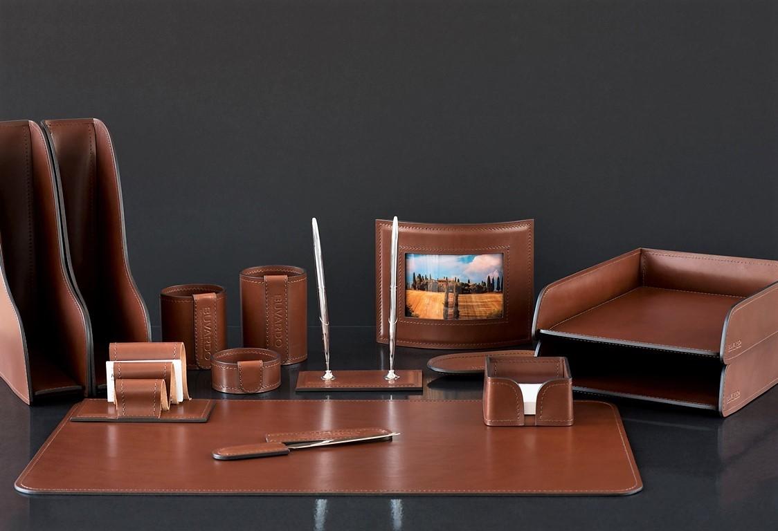 На фото набор на стол руководителя артикул 70619 14 предметов кожа LUX Full Grain цвет