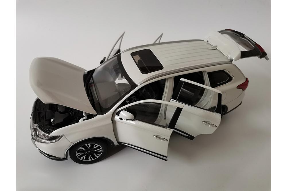 Коллекционная модель MITSUBISHI OUTLANDER 2020 WHITE