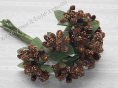 Тычинки с ягодами в букете светло-коричневые