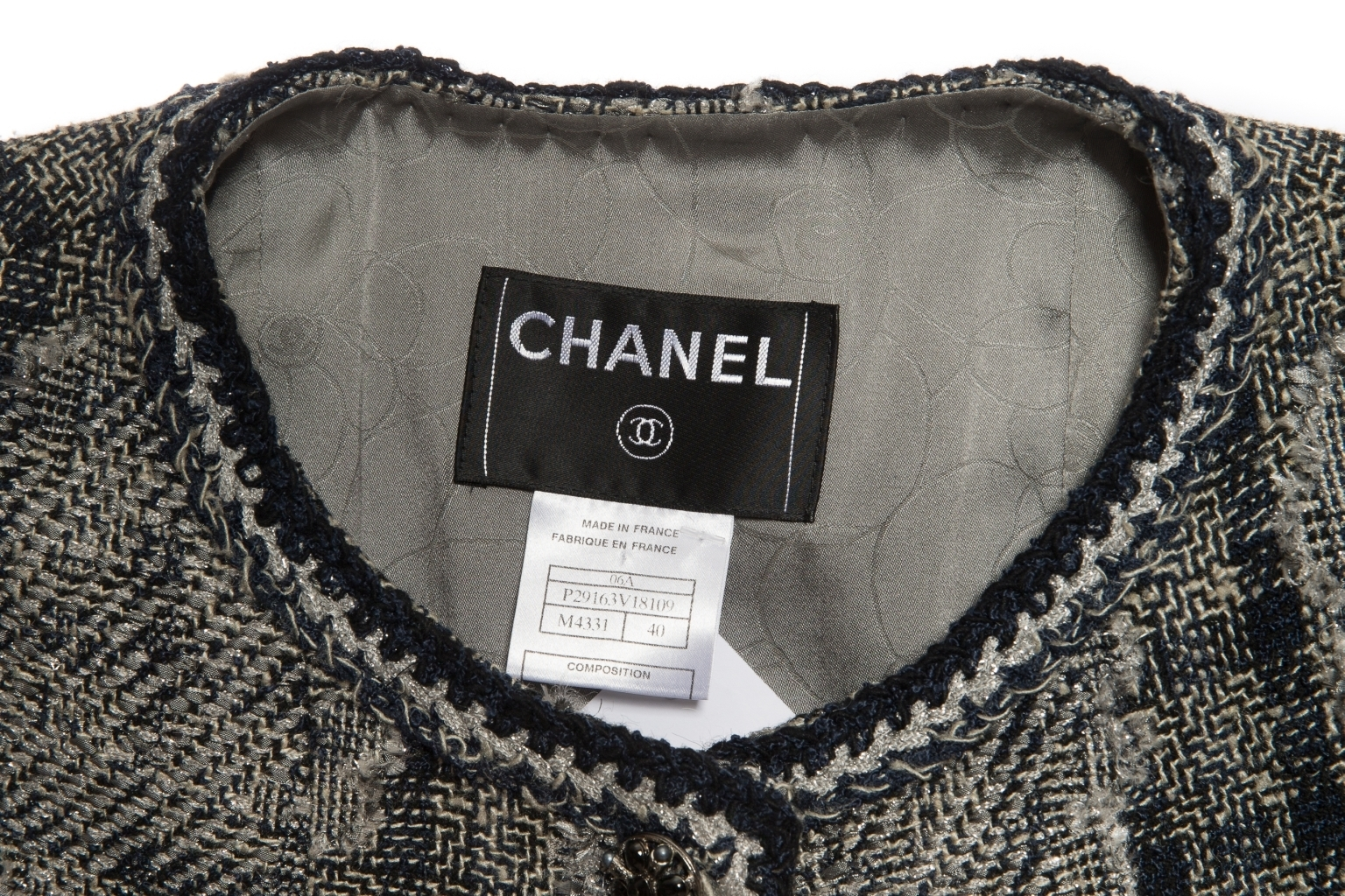 Изысканный жакет из твида от Chanel, 40 размер.