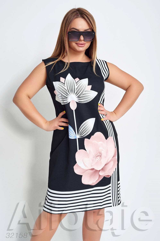Черное платье с цветком лотоса