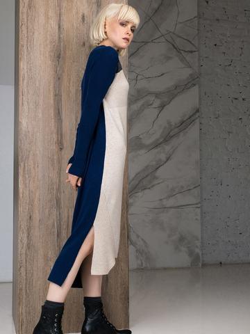Фактурное платье прямого силуэта с контрастным асимметричным рисунком и воротником-стойкой - фото 6