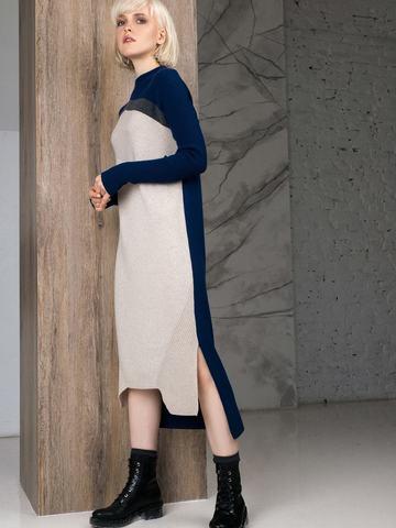 Фактурное платье прямого силуэта с контрастным асимметричным рисунком и воротником-стойкой - фото 5