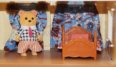 Дачный домик Anbeiya family с парочкой мишек и набором мебели для кухни