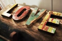 Буквы LOVE, Индонезия
