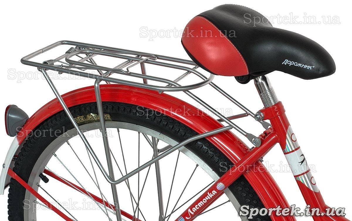 Седло и задний багажник городского универсального подросткового велосипеда Дорожник Ласточка 2015