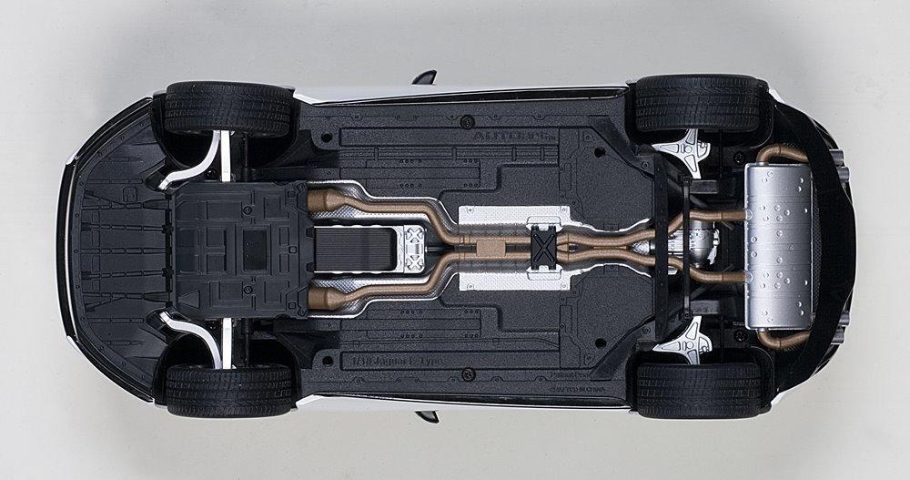 Коллекционная модель Jaguar F-Type R Coupe White 2015